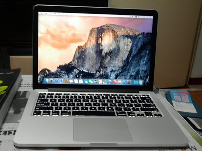 文武双全的MacBook Pro开机图